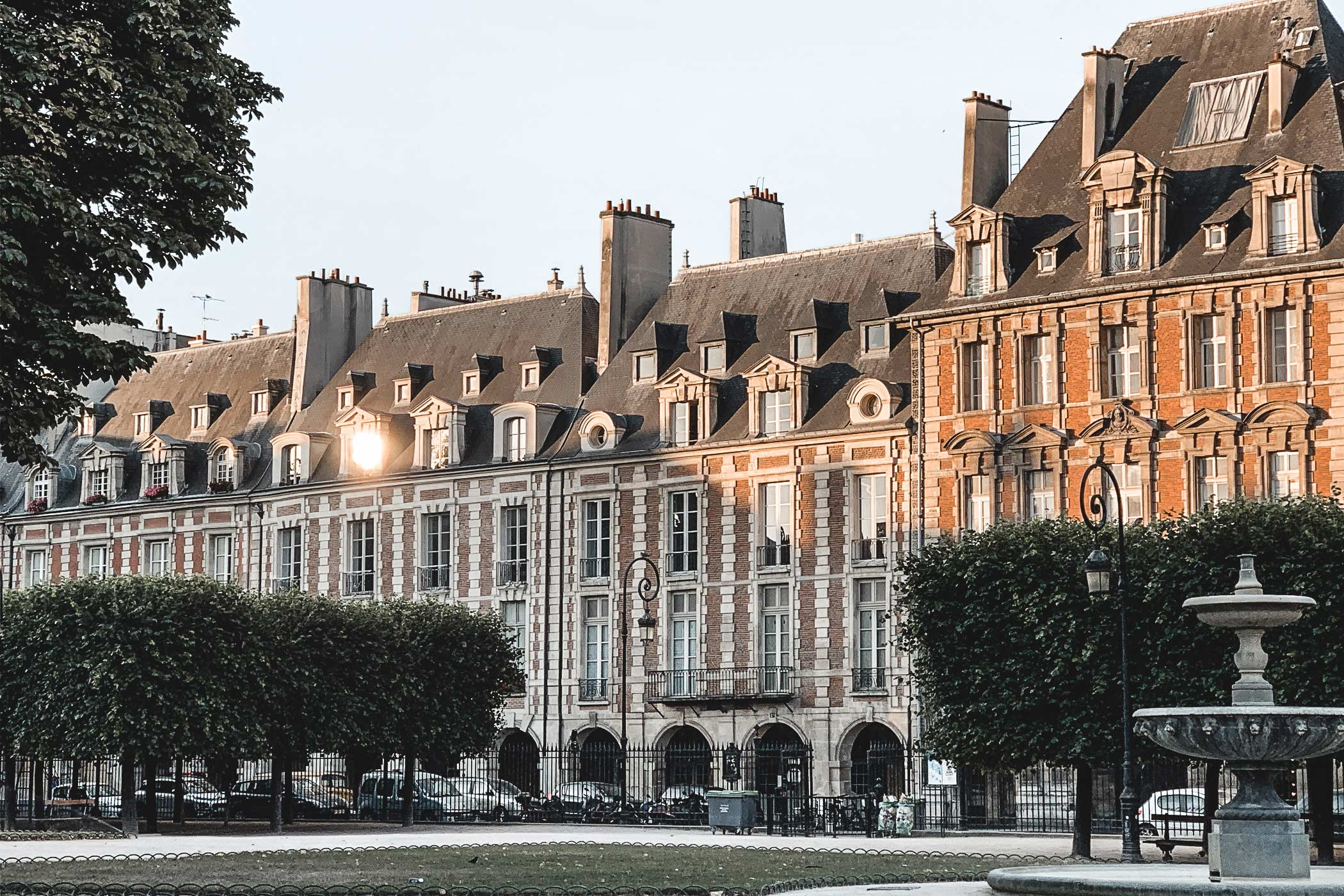 Places des Vosges à Paris. Article d'une freelance Community Manager & Content Creator
