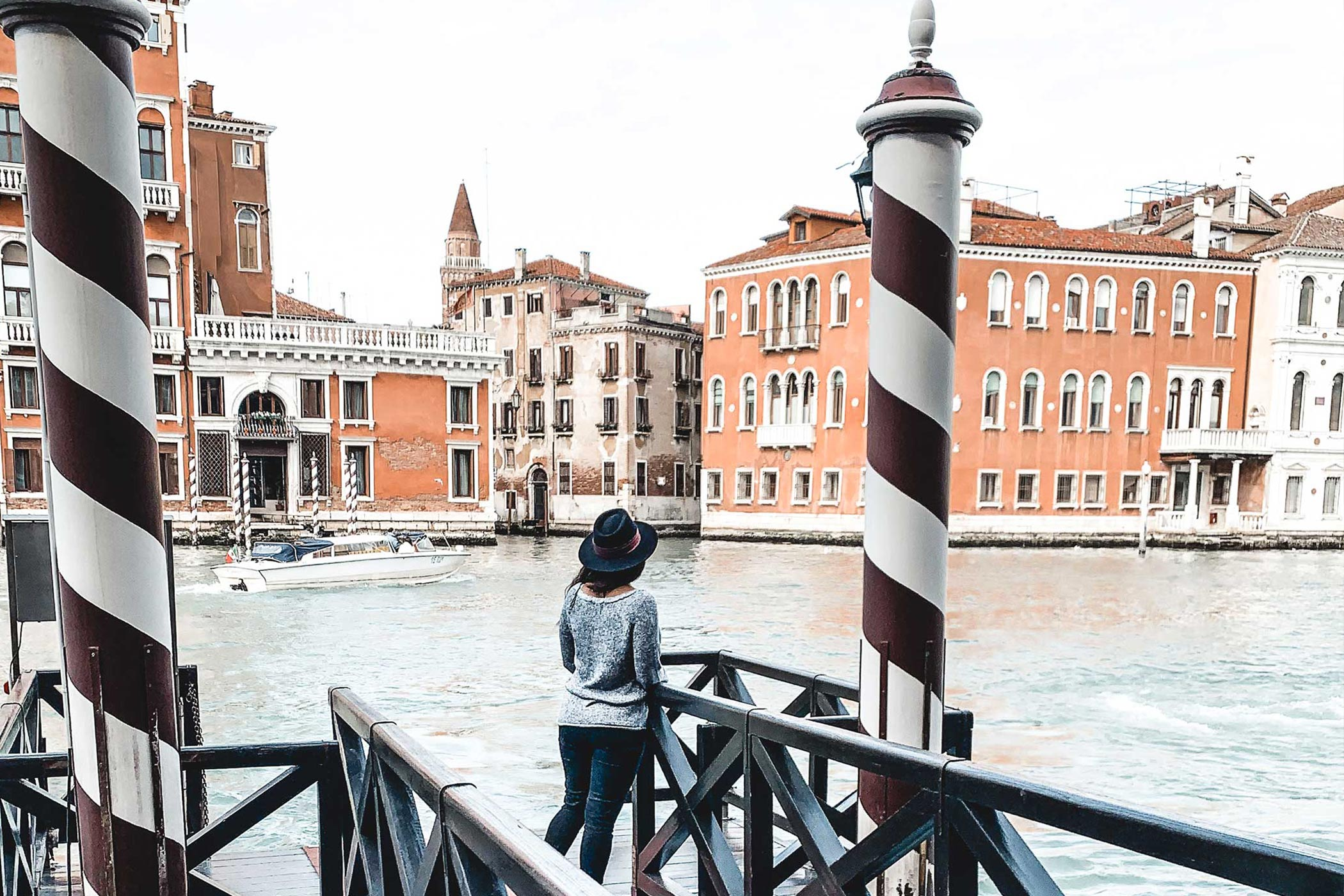 Travel girl in Venise, sharing inspiration and travel itenary