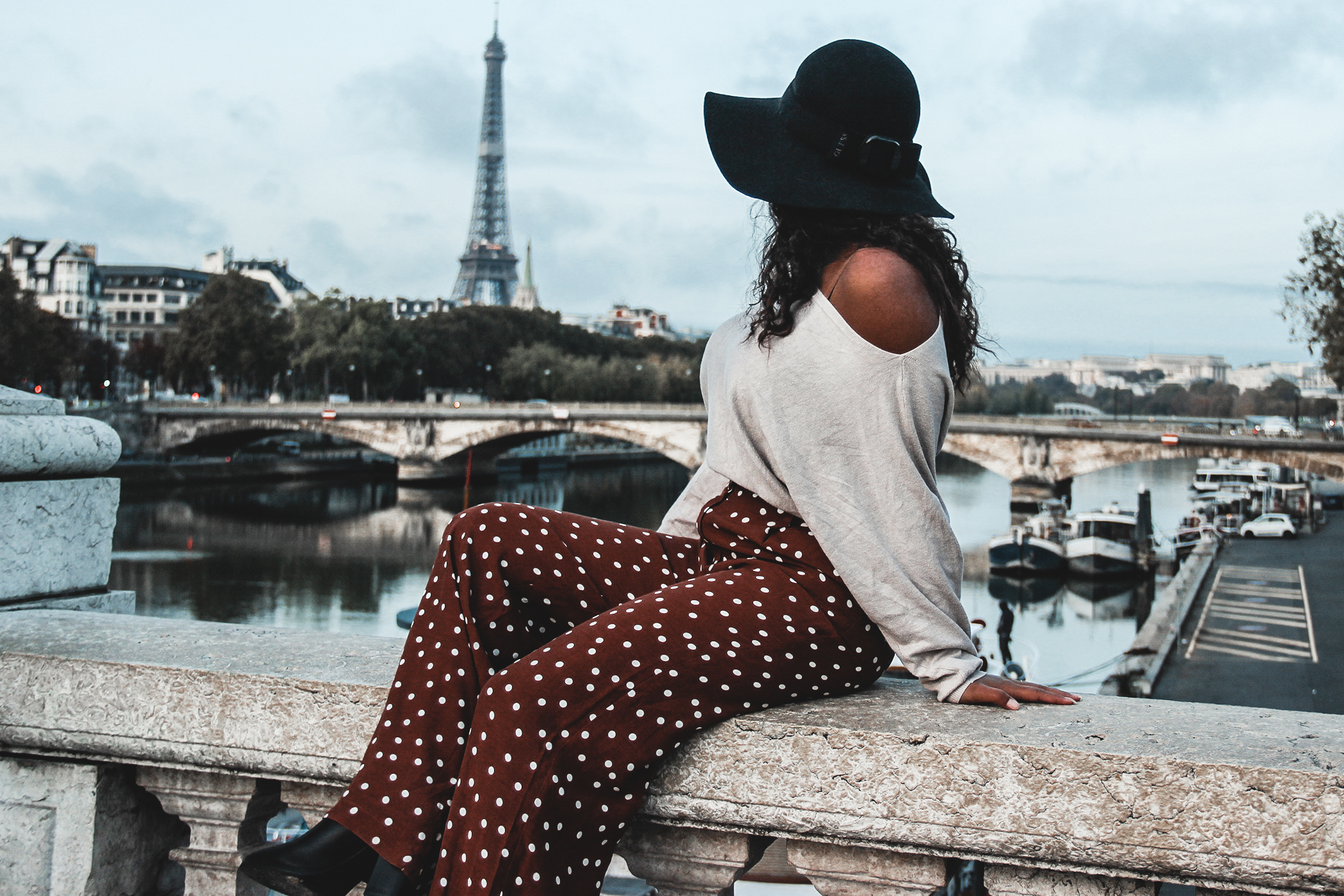"Writing about my achievements, struggles, goals and positive thinking. This is a recap 2019, goals 2020! that amazing when you see how you can do in one years. I share my travel travel picture, and my freelance work project. Girl in travel and work in Paris. this girl become a travel blogger, writer and storyteller. Girl at ""place des vosges"", famous place in Paris. Girl playing with the light and shadow."