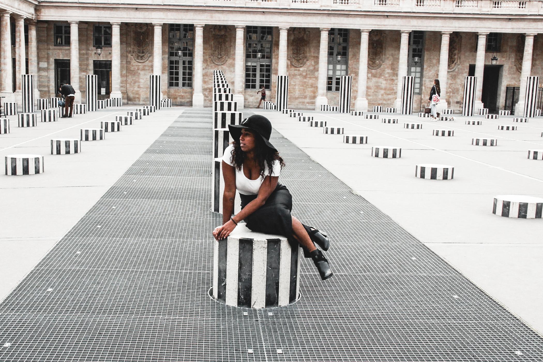 Colonnes de Buren Paris, Le parfait itinéraire si vous aimez vous baladez dans l'art Parisien