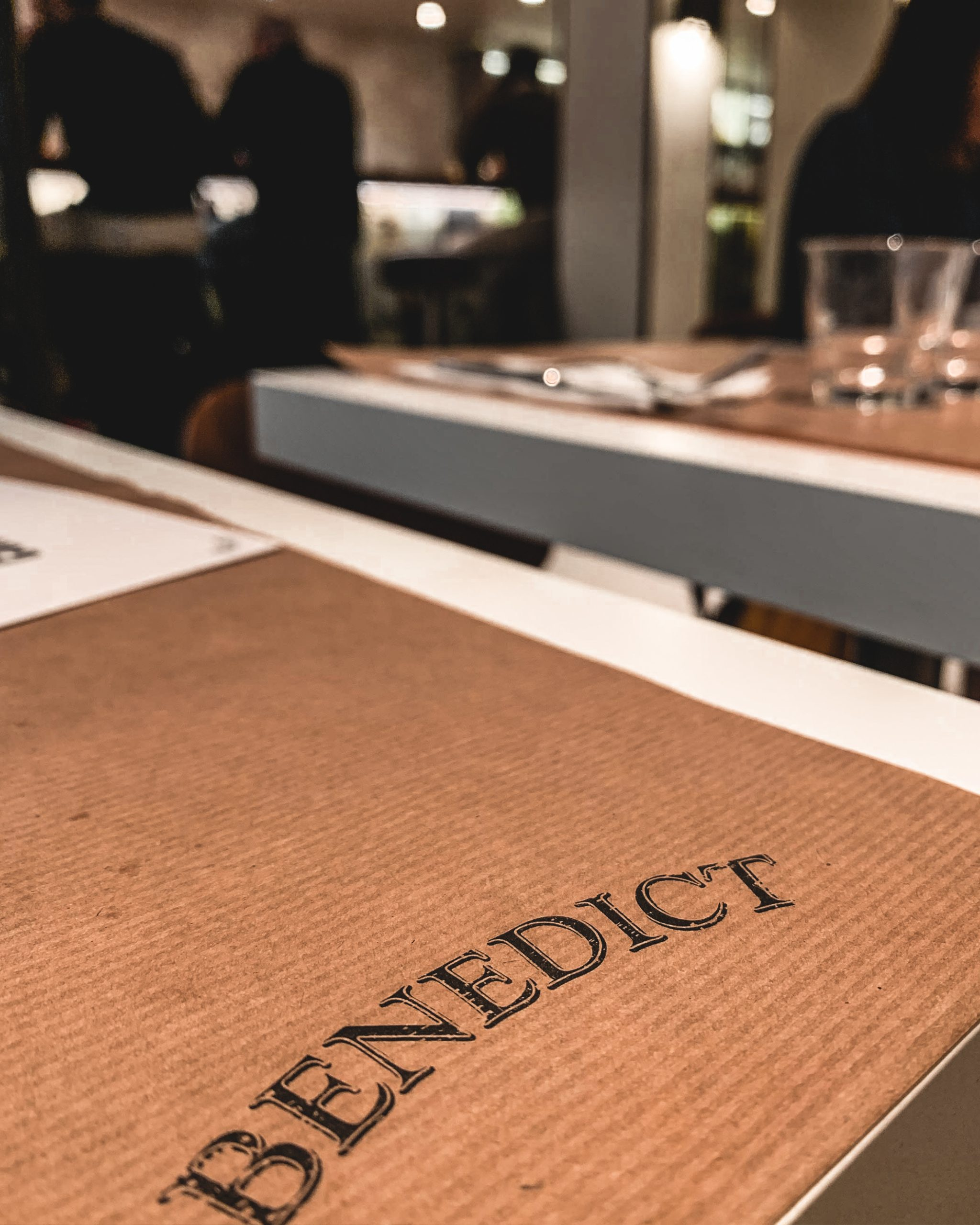 Benedict Restaurant Paris ? 19 rue Sainte Croix de la Bretonnerie 75004 Paris Open Everyday ? 12h-15h / 19h30-23h, le week-end 11h-17h /19h-23h