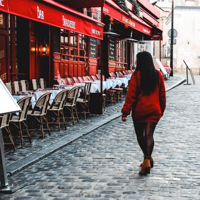 Girl en red, travel Storyteller share tips for slow travel